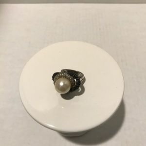 Vintage 925 sterling, macarsite & faux pearl ring.
